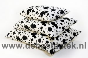 CK Ligkussen Bonfire koe zwart/wit 90 x 120 cm